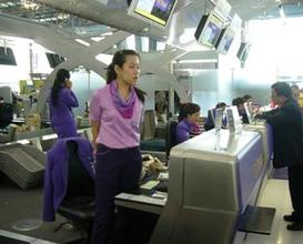 rude immigration staff in Bangkok Airport
